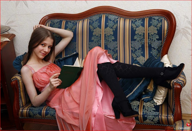 Лиза Арзамасова в журнале Максим
