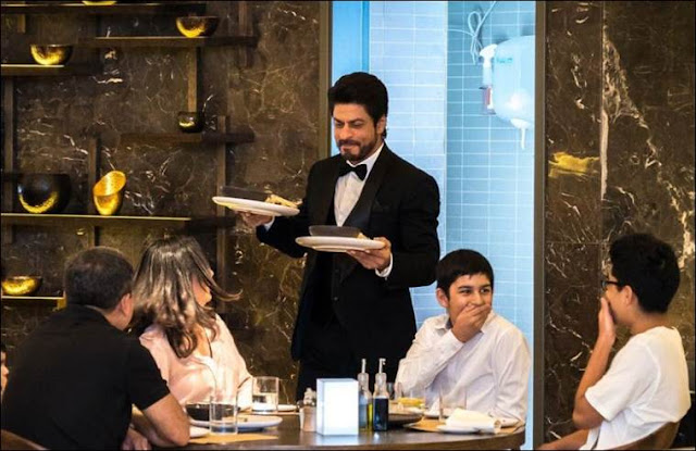 SRK serves at an high-ended restaurant in Dubai