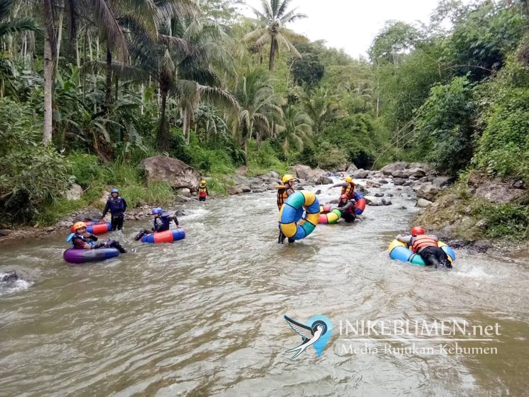 Polres Kebumen Gelar Latihan Evakuasi Korban Banjir Menggunakan Ban Bekas