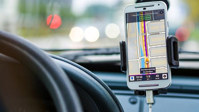 Tips Agar Smartphone Lebih Bermanfaat Saat Berwisata