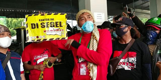 Massa Ojol Masih Duduki Kantor Grab Surabaya, Protes Potongan 20 Persen Belum Ditanggapi Manajemen