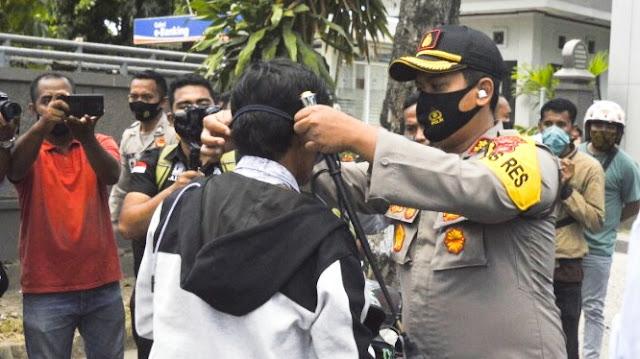 Polres Lombok Timur bagikan 50 ribu masker gratis