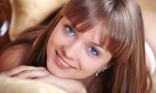 Como resaltar ojos azules sin maquillaje