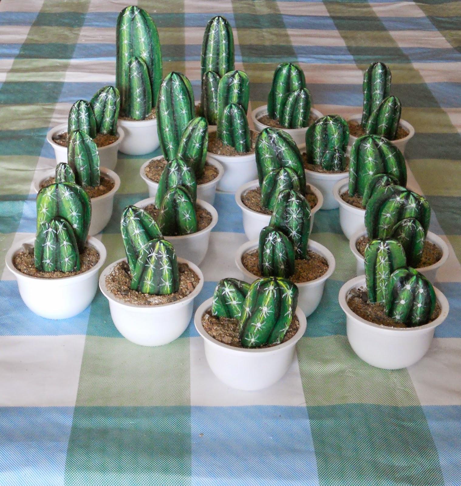 Piedras pintadas a mano: Cactus