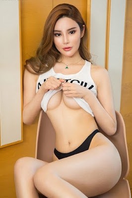 Hot and sexy photos of beautiful busty asian hottie chick Chinese babe model Lin Ruo Han photo highlights on Pinays Finest Sexy Nude Photo Collection site.