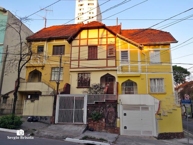 Vista ampla de 3 sobrados em estilo Tudor na Rua Dr. Bacelar - Vila Clementino - São Paulo