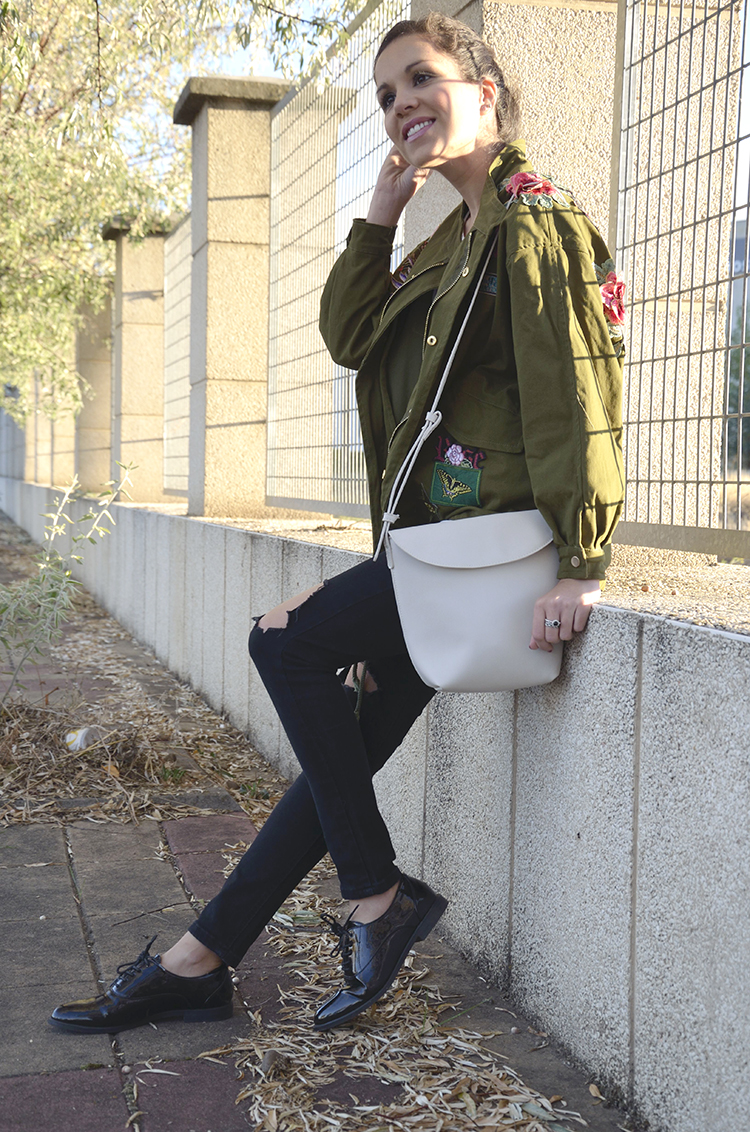 embroidery-flowers-parka-green-ripped-jeans-blogger-look-outfit-trends-gallery-casual-ootd