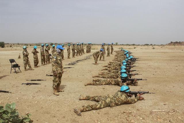 Pasukan Garuda Laksanakan Latihan Menembak di Sudan