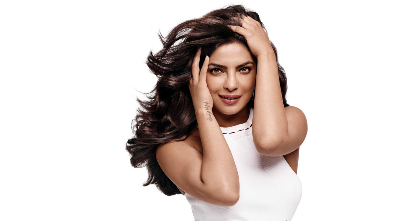 Priyanka Chopra White Outfit Hot Wallpaper