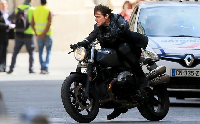 Missão: Impossível 6 | Veja as acrobacias de Tom Cruise nas primeiras imagens dos bastidores