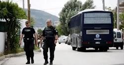 Ένα... ενδιαφέρον περιστατικό συνέβη σε επιχείρηση κατά των ναρκωτικών της ΕΛ.ΑΣ. στην περιοχή του Μενιδίου. Μετά από συνεχείς διαμαρτυρίες...