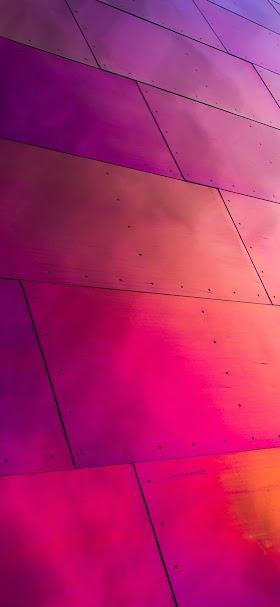 خلفية جدار ألواح معدنية مرتفع بنفسجي اللون