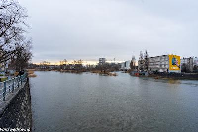 Nowe i stare budownictwo mieszkaniowe z perspektywy mostu Grunwaldzkiego