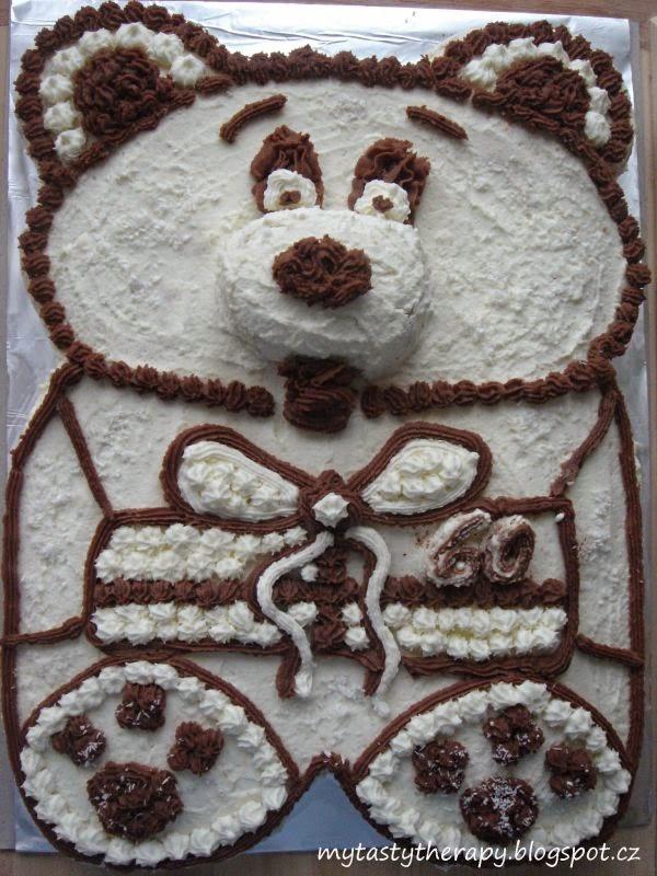 šlehačkový dort ve tvaru medvídka