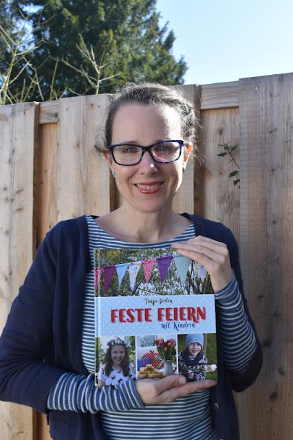 """""""Feste feiern mit Kindern"""": Tipps zum Vorbereiten und Genießen von Familien-Festen von Tanja Berlin. Die Autorin bloggt sonst auf Zuckersüße Äpfel."""