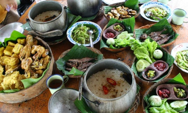 16 Rumah Makan Sunda di Bandung yang Paling Recommended