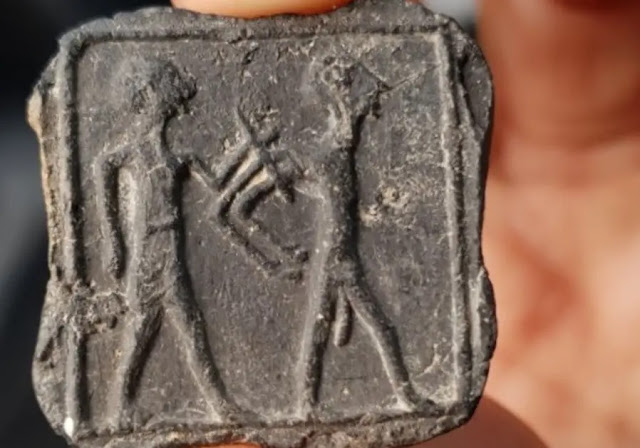 3,500-year-old small clay 'tablet' featuring two human figures found near Tel Jemmeh