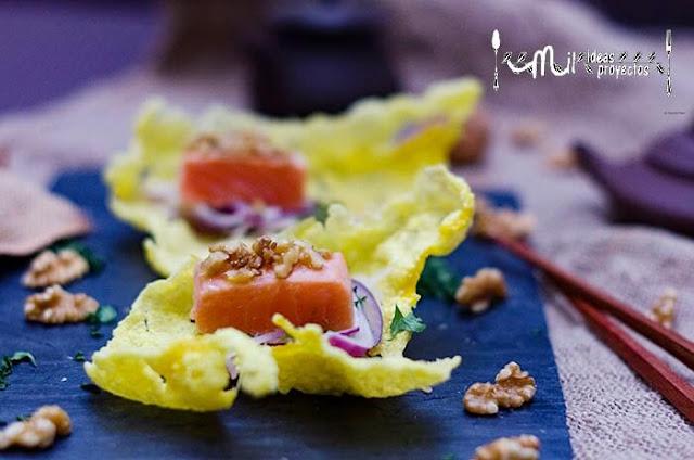taco-salmon-sobre-tosta-arroz-picada-nuez1