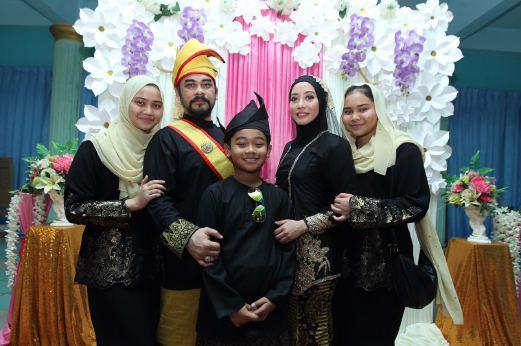 gambar Awie & Sharifah Ladyana nikah, gambar pernikahan ketiga Awie & Sharifah Ladyana, gambar kahwin kali ke 3 Awie & Sharifah Ladyana, perkahwinan Awie & Sharifah Ladyana, isteri ketiga Awie