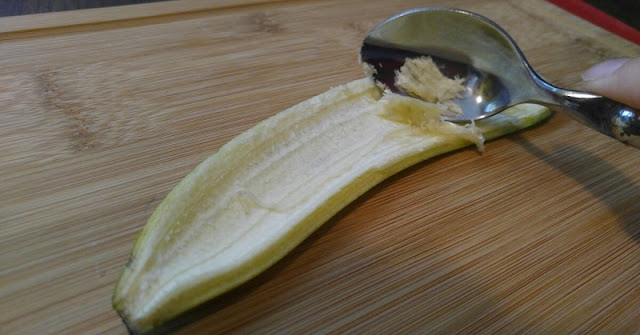 How to Whiten your Teeth Using Banana Peel