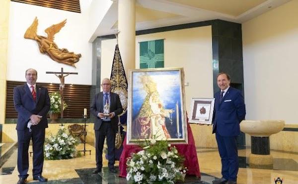 Zamarrilla concede la rosa de la Virgen al bordador Manuel Mendoza