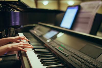 Ce trebuie sa stii inainte sa-ti dai copilul la pian