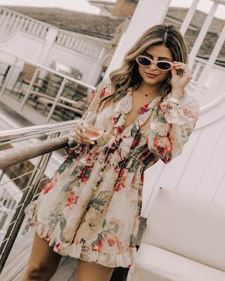 Vestido corto con flores de verano