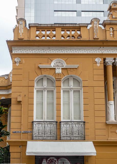 Residência de Affonso Alves de Camargo, localizada na Praça General Osório - detalhe