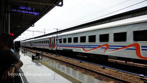Kenapa Harus Beli Tiket Kereta di Traveloka?