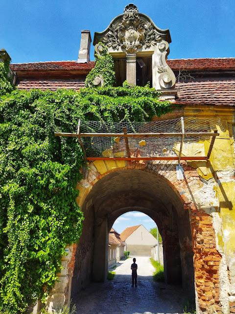 pałac w Goszczu, zniszczony pałac na dolnym śląsku