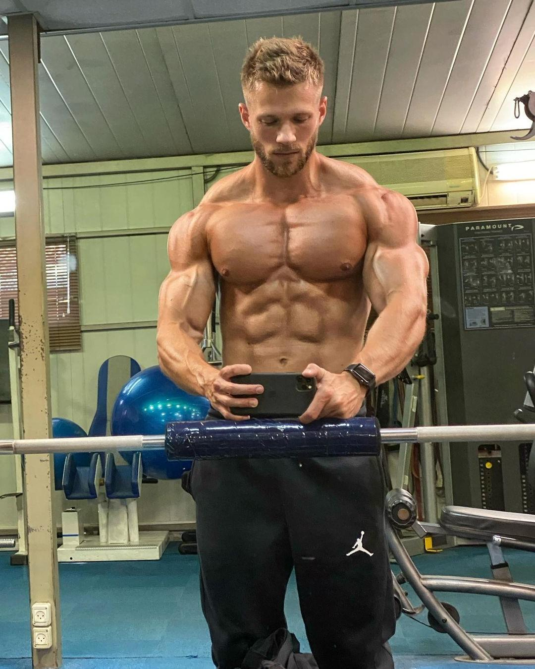 sexy-shirtless-fit-masculine-blond-men-tomer-yaron-ripped-sixpack-abs-selfie-muscle-pecs