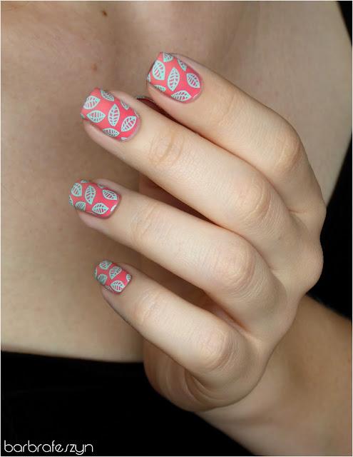 listki na paznokciach