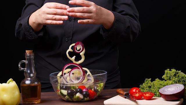 Ζητείται μάγειρας ή μαγείρισσα Ελληνικής μεσογειακής κουζίνας