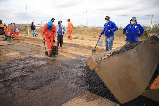 Prefeitura de Patos e governo do Estado iniciam operação tapa buraco na Alça Sudeste