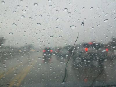 Perhatikan Cuaca Alam Sebelum Bepergian
