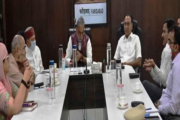 faridabad-mp-minister-krishan-pal-gurjar-meeting-with-cp-dc-mla-news