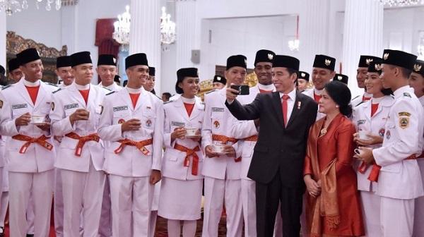 Mantap Fuang! 2 Orang Batak Dikukuhkan Jokowi Sebagai Anggota Paskibraka
