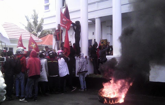 Peringati HAK, Demonstran Desak Penegak Hukum Tuntaskan Sejumlah Kasus Korupsi