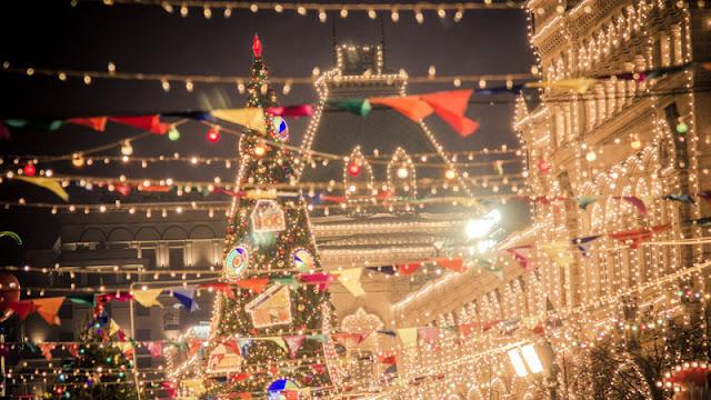 Criss-crossing Christmas lights