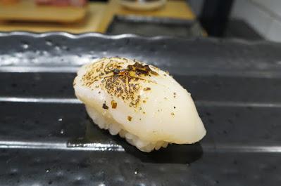 Ryo Sushi, aburi hotate
