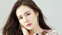 Son Ye Jin Kini Ambil Peran Dengan Hyun Bin Dalam Drama Crash Landing On You