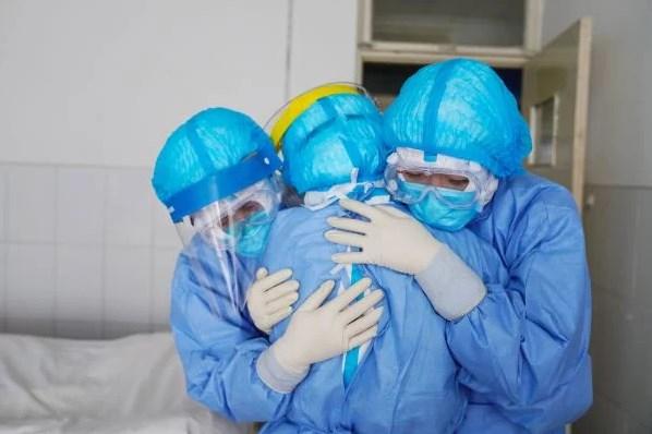 Các y tá Vũ Hán cầu xin thế giới giúp chống lại dịch corona