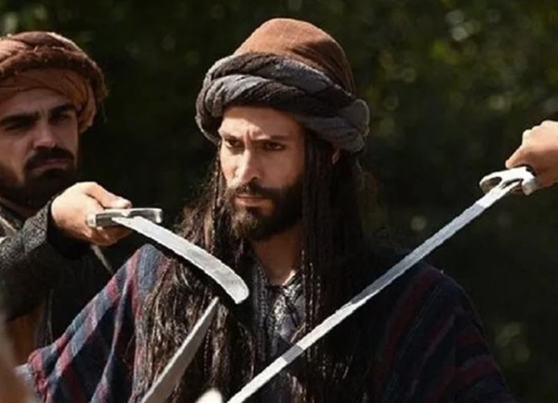 Ekin Koç dizi çekimleri sırasında kılıçla yaralandı!