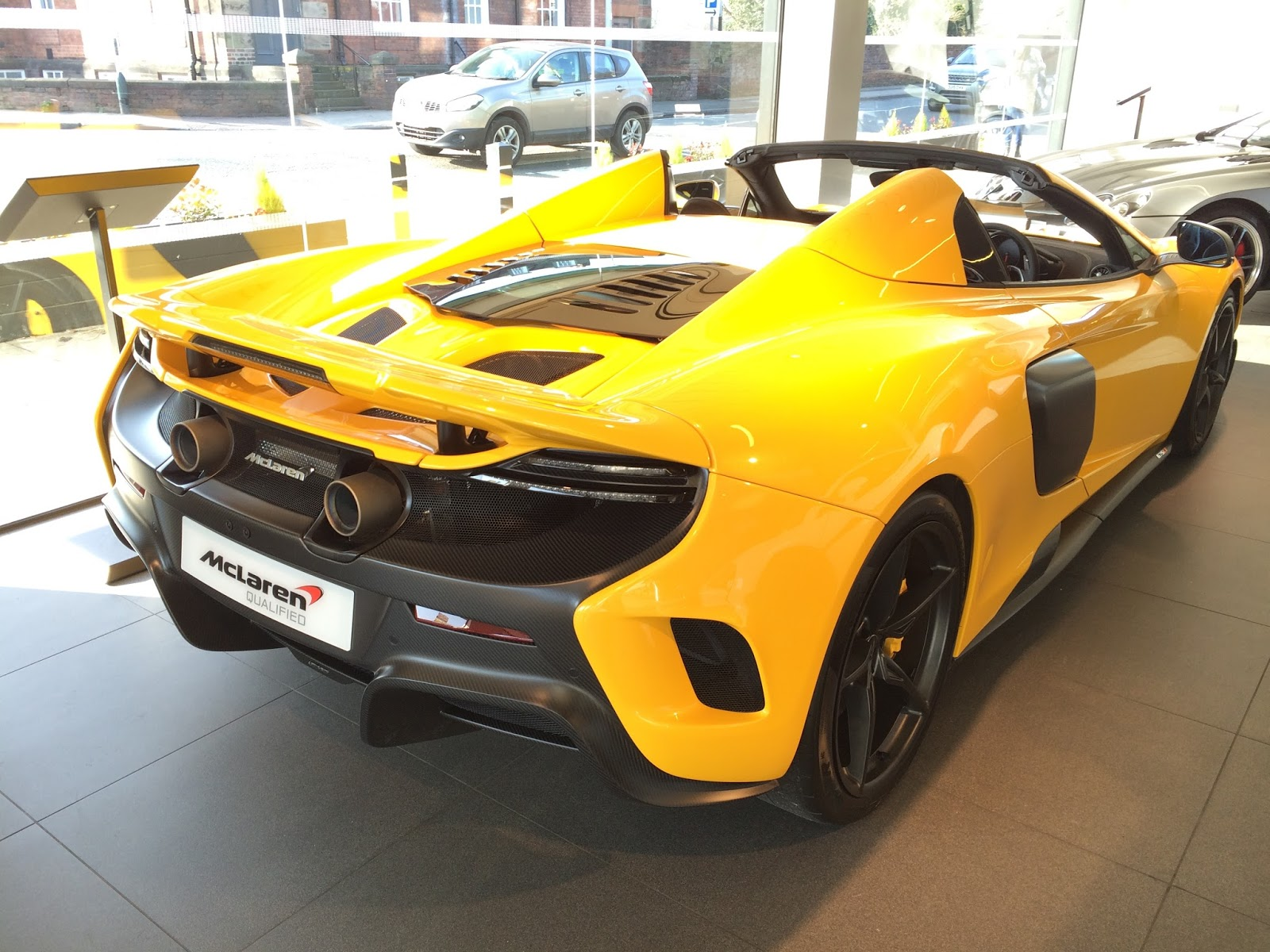 Dream Car Spotter: McLaren 675LT Spider 2016