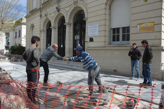 Pablo Zurro visitó las obras municipales en la Escuela Sarmiento