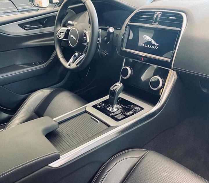 Jaguar XE 2020 đầu tiên về Việt Nam