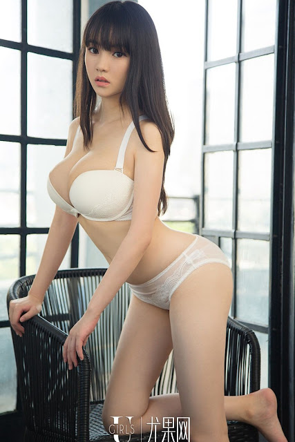 Hot and sexy big boobs photos of beautiful busty asian hottie chick Chinese booty model Shi Yi photo highlights on Pinays Finest sexy nude photo collection site.