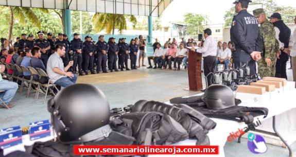 Víctor Mas Tah entrega equipamiento a la Policía Municipal