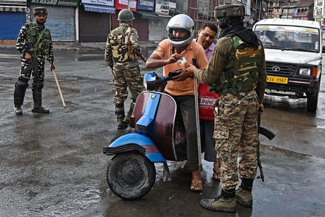 Penangkapan Massal Sasar Pemuda Kashmir