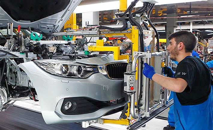 Durante abril se comercializaron 94,796 vehículos ligeros, 23.3% unidades adicionales al mismo mes de 2014. (Foto: BMW)